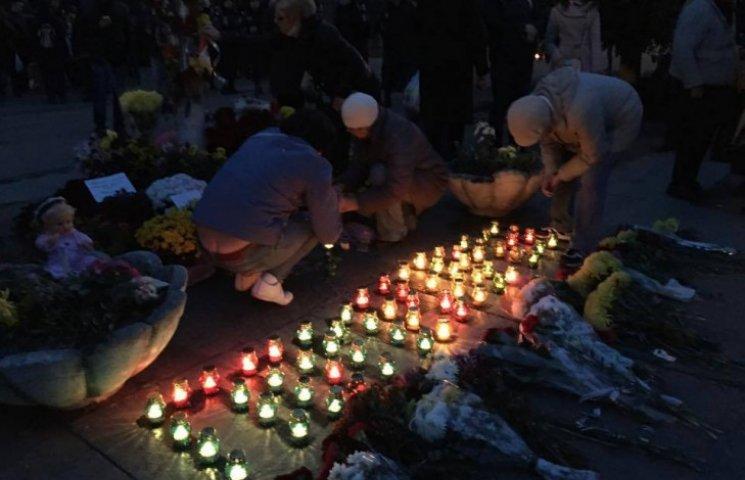 Активісти Автомайдану спалили плакат з фотографіями жертв трагедії 2 травня