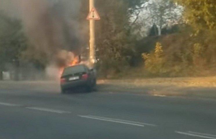 Ранок в Одесі почався з аварії з потужним займанням