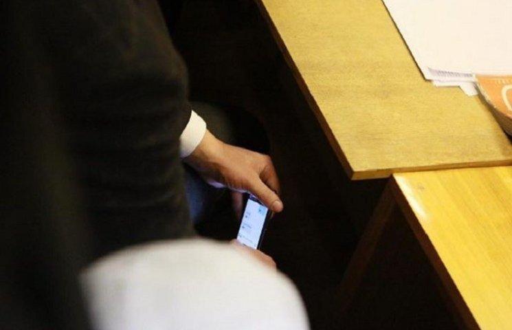 Нардепи показали SMS прокурора про підозру Корбану