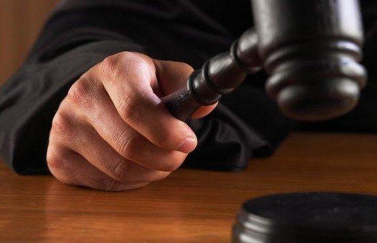 Батько й син отримали по сім років тюрми за викрадення автомобіля