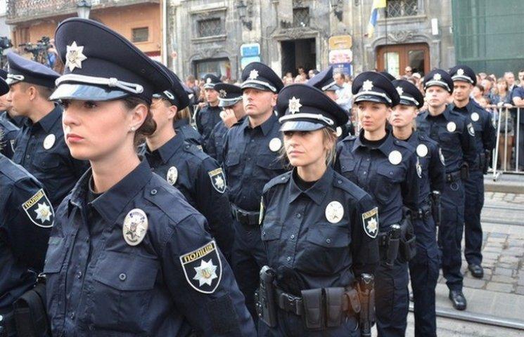 Львівські поліцейські протаранили припаркований автомобіль