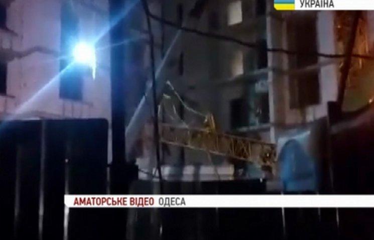 На будівельному майданчику на Аркадії в Одесі впав кран