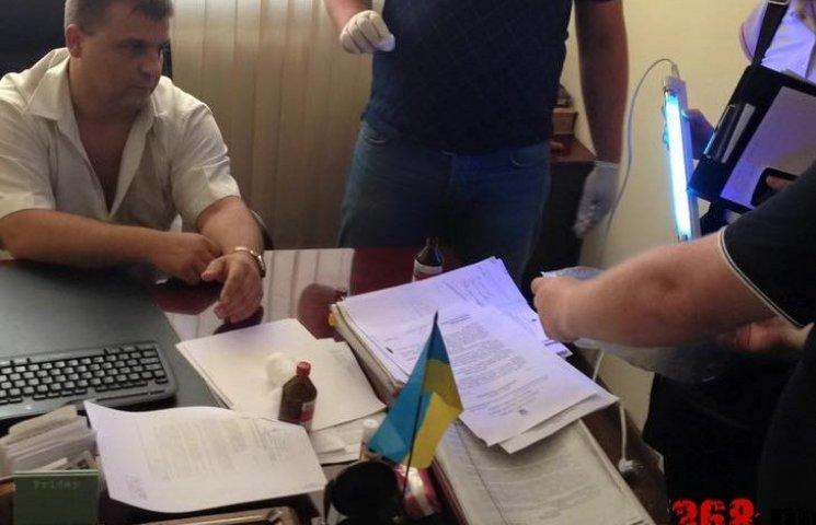 В Одесі чиновник-хабарник повернувся до роботи