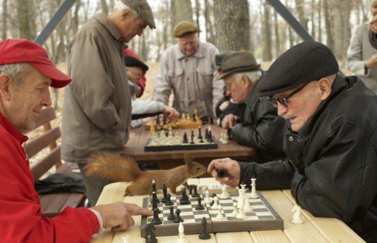 У столичному Голосієві пенсіонери провели шаховий турнір