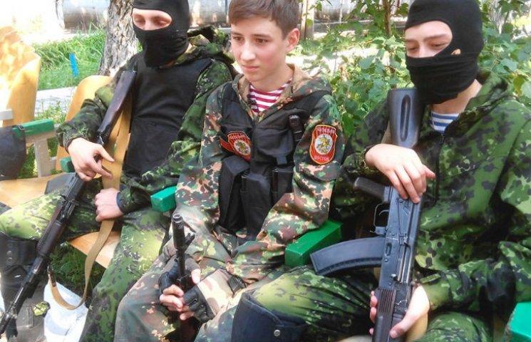 """Підсумки тижня в """"ДНР"""": Випробування нової зброї та вербування школярів"""