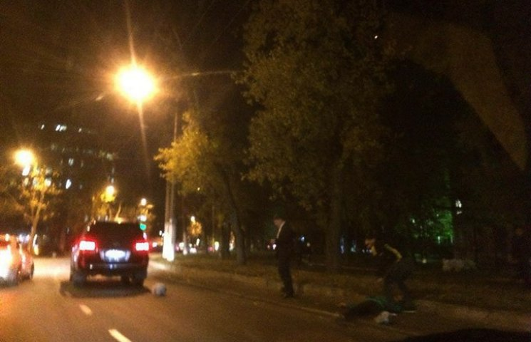 Родичі збитого біля ОДА мотоцикліста шукають свідків ДТП