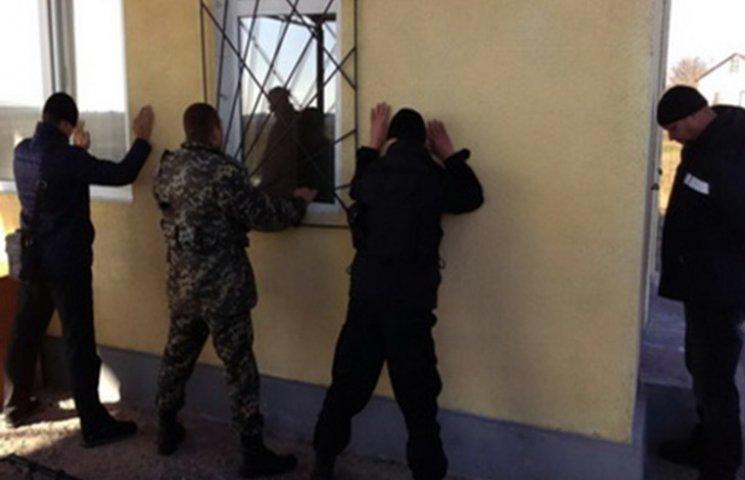 СБУ затримало прикордонників, причетних до контрабанди спирту на Одещині