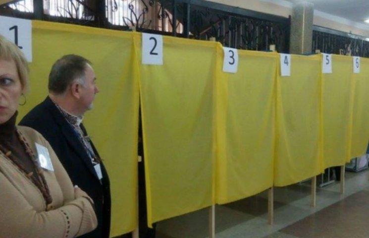 У Києві зафіксували перші порушення під час голосування