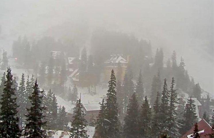 У Карпатах - сніг: гірськолижні курорти приймають перших туристів