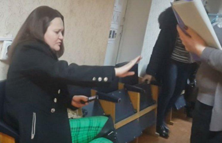 Как пьяная наблюдательница в Житомире срывала избирательный процесс (ВИДЕО, ФОТО)