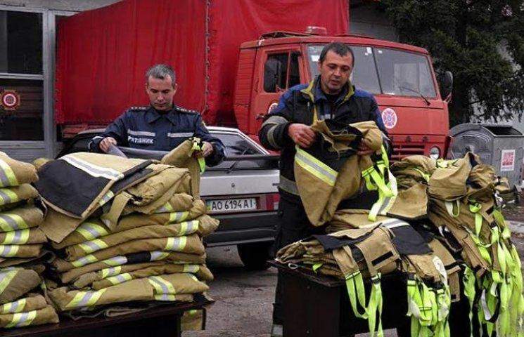 Закарпатські пожежники носитимуть швейцарську форму