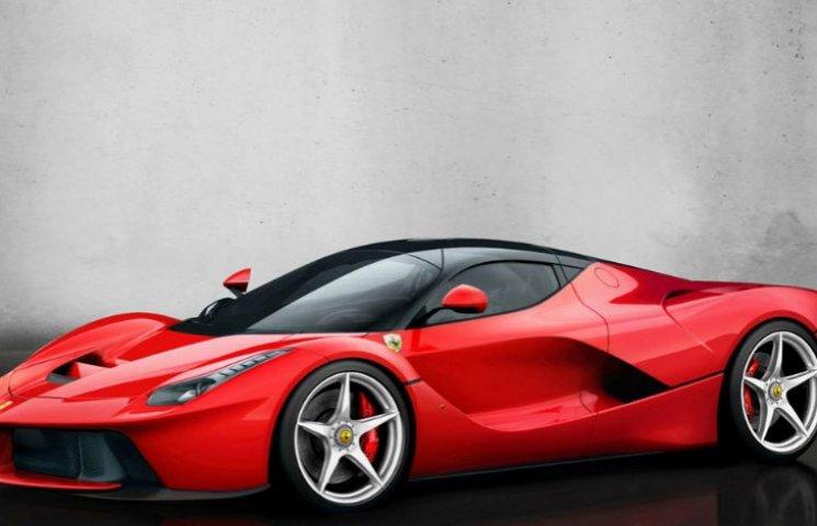 Столичні поліцейські відправили на штрафмайданчик  Ferrari