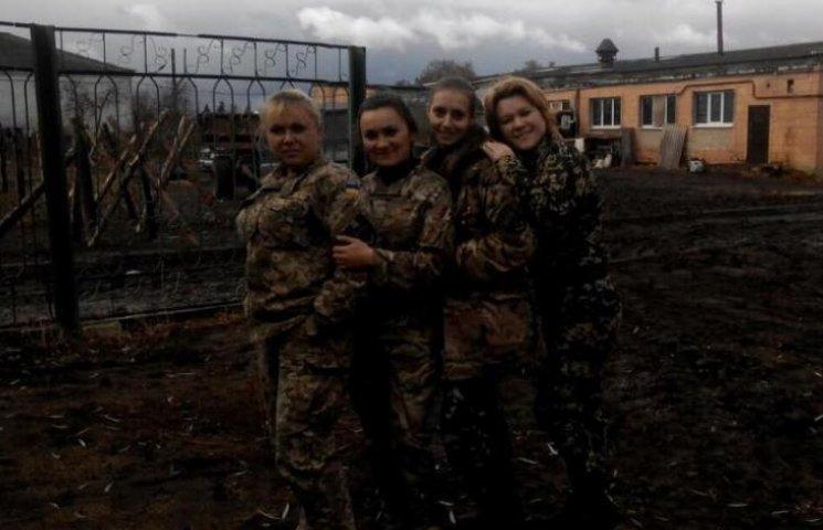Бійці 128-ї бригади показали своїх бойових колежанок