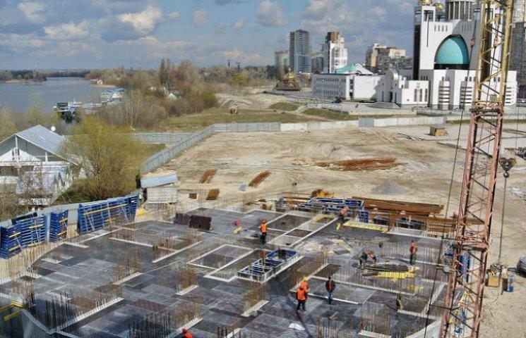 Вибори закінчилися: На Микільській Слобідці відновлено скандальне будівництво