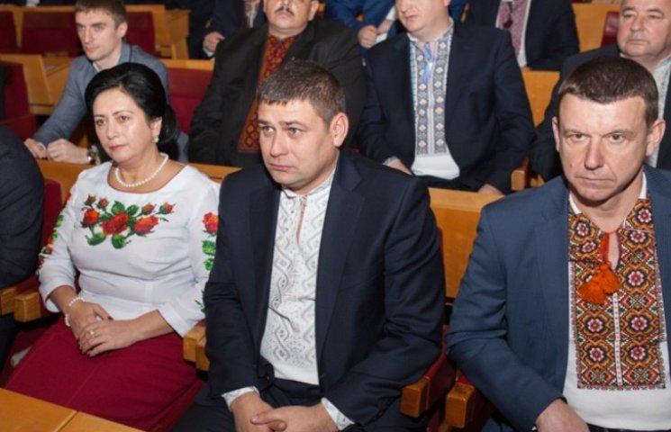 На першу сесію облради депутати прийшли у вишиванках