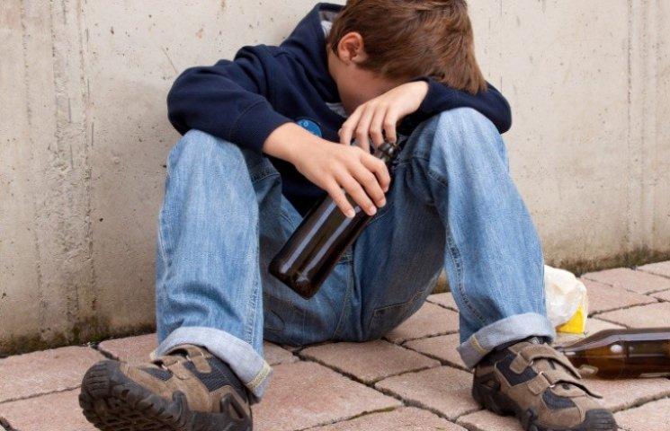 На Закарпатті двоє підлітків потрапили до реанімації з алкогольним отруєнням