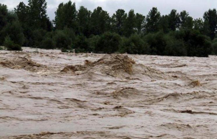 На Закарпатті - паводок, з підтоплених будинків евакуювали дітей