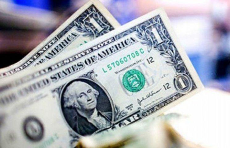 Долар в столичних обмінниках виріс до 25,16
