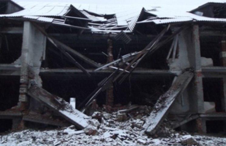 На Закарпатті через паводок обвалилися бетонні конструкції лікарні