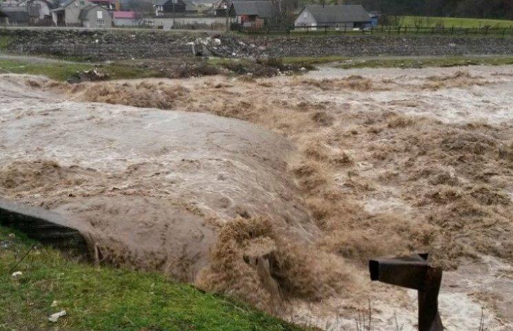 За три дні на Закарпатті випала півторамісячна норма опадів
