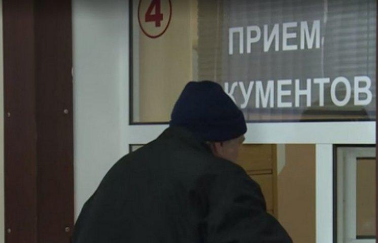 """Окупанти показали, як божевільні водії отримують посвідчення """"ДНР""""  (ВІДЕО)"""