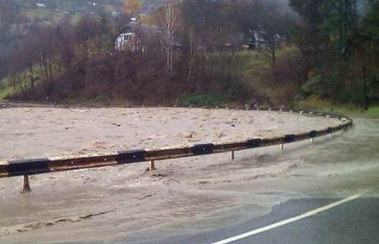 На Закарпатті у Тисі підйом води очікується до 11 метрів