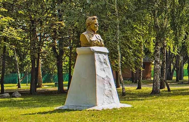 В Конотопе снесли памятник Кирову