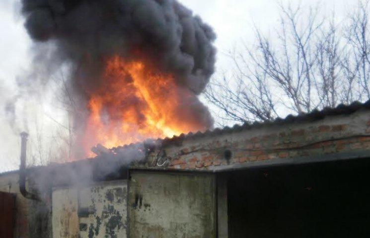 На Полтавщині горіли гаражі з дизпаливом