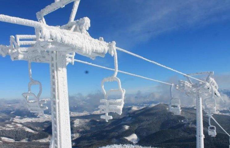Зима вже дісталася до Драгобрату: снігу намело чимало
