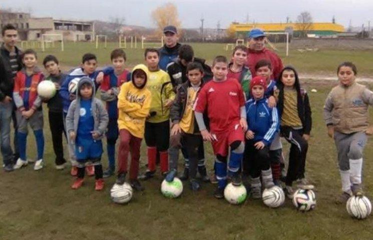 На Закарпатті з малих ромів виховують футболістів