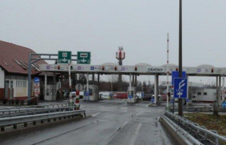 На українсько-угорському кордоні не працюють пункти пропуску