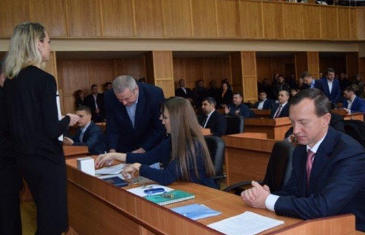 На сесії Ужгородської міськради після молитви оголосили перерву
