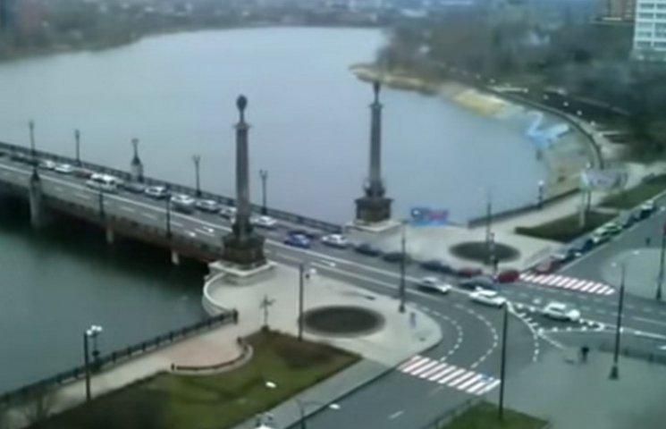 В окупованому Донецьку черга за бензином розтягнулася на півміста (ВІДЕО)