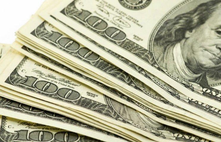 Готівковий долар в столичних обмінниках виріс до 25,56 грн