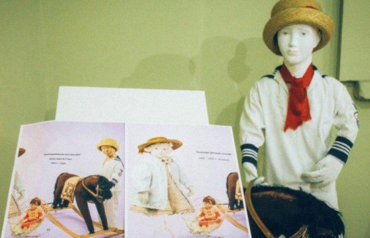 У Мукачеві показують сукні 1800-1920 років