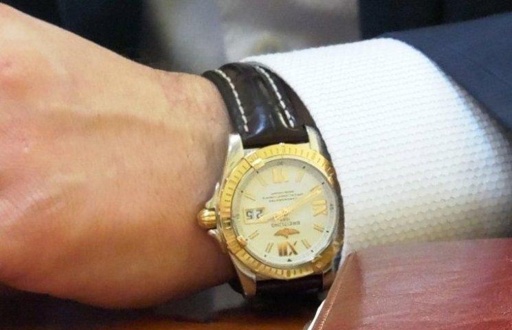 Годинник закарпатського прокурора коштує більше його річної зарплати
