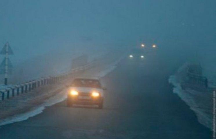 Закарпатських водіїв попереджають про туман та ожеледицю
