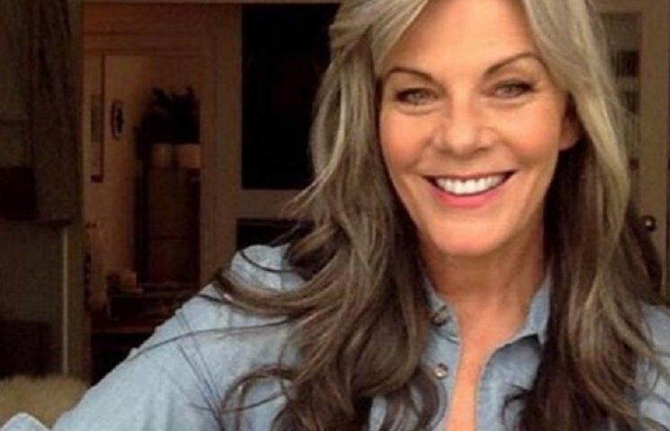 54-річна модель показалася топлес у мережі