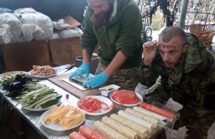 История фото: Кто накрутил бойцам АТО пять килограммов суши