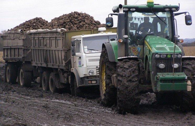 Дорожники Хмельниччини просять аграріїв не бруднити автошляхи