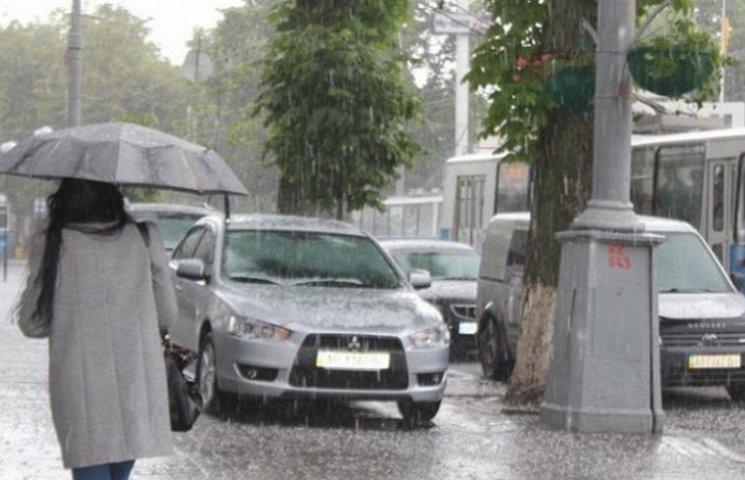 """Сьогодні у Вінниці весь день """"литиме, як з відра"""""""