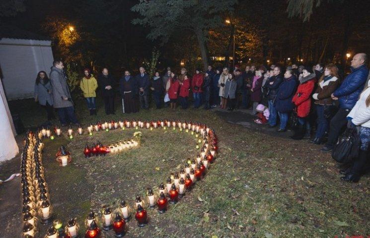 Винницкие католики зажгли свечи, поминая уничтоженных советской властью граждан