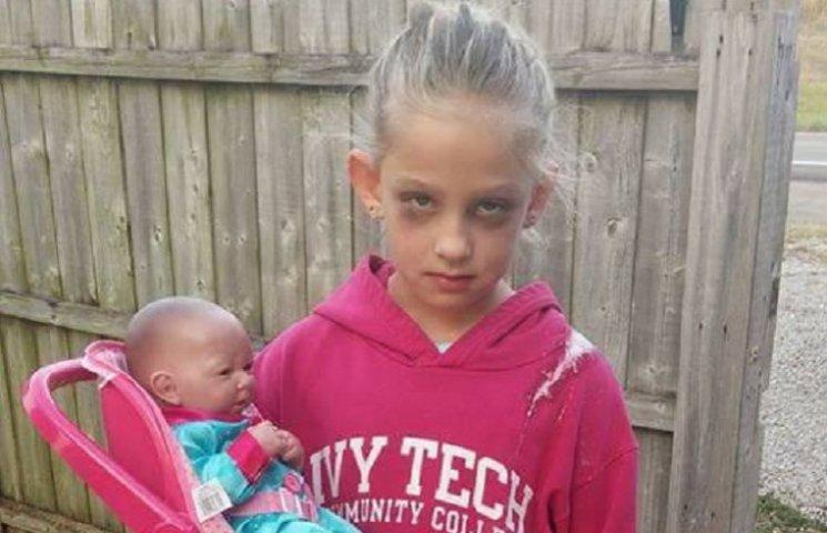 """Девочка в костюме """"измученной мамы"""" для Хеллоуина взорвала интернет"""