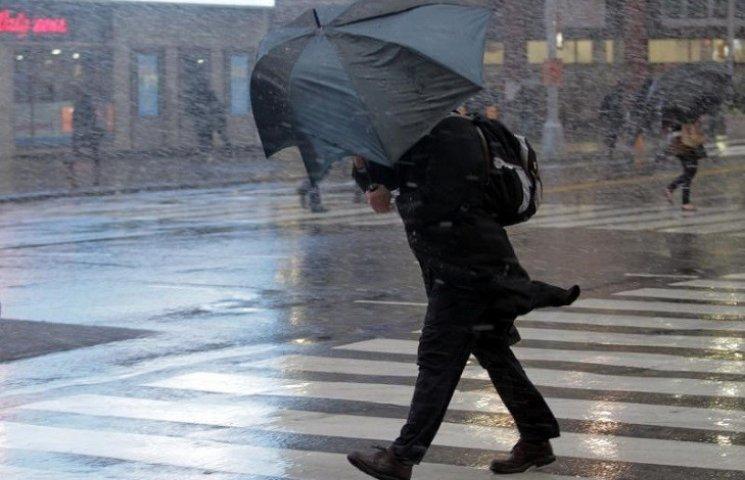Надзвичайники попереджають про посилення вітру та  мокрий сніг на дорогах