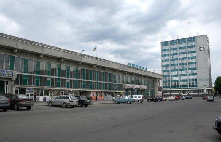 На Хмельницком вокзале задержали солдата с оружием