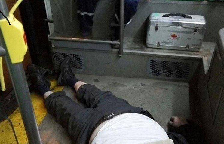 У хмельницькому тролейбусі померла людина