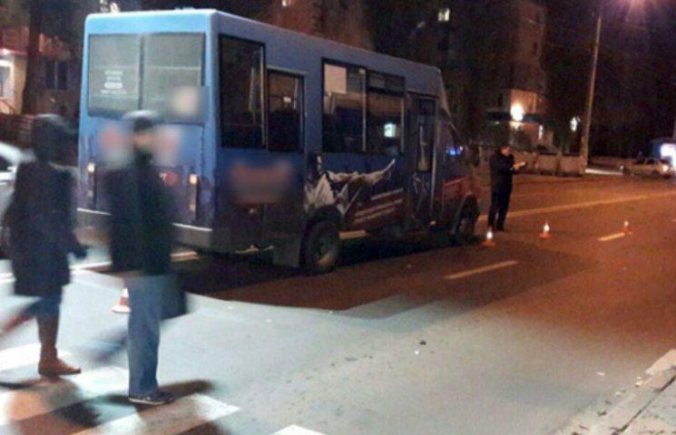 В Полтаве на пешеходном переходе маршрутка сбила женщину