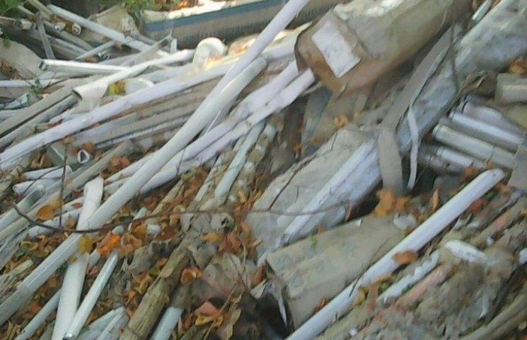 Біля вінницького села росте звалище ртутних ламп