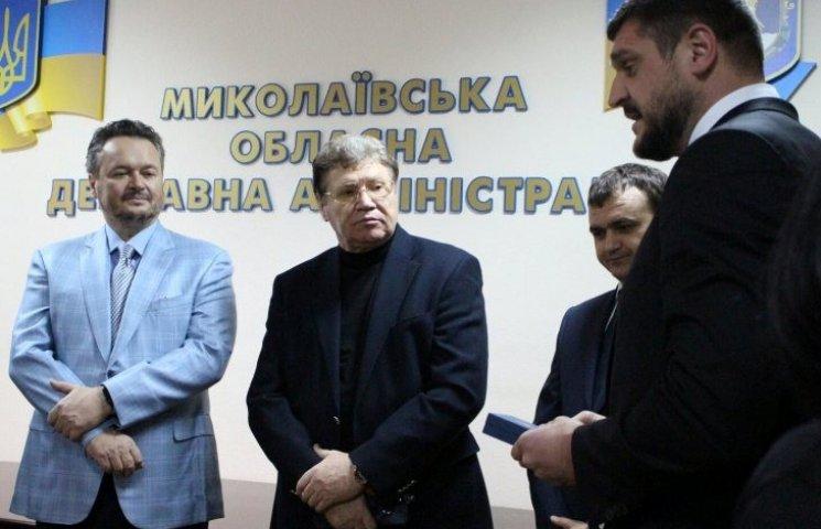 Колишні голови Миколаївської ОДА обмінялися подарунками з Савченком