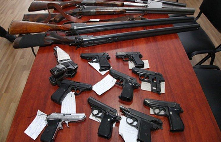 """Найбільше зброї """"на руках"""" в хмельничан (ФОТО, ВІДЕО)"""